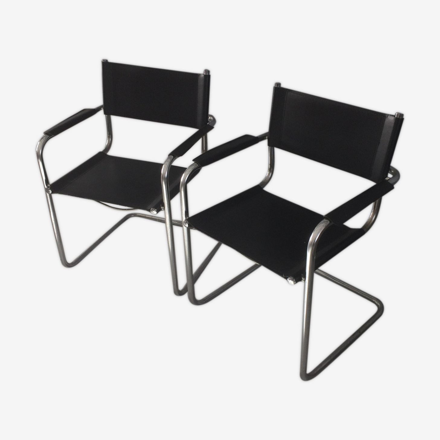 Pair of chairs suspended chassis chrome/black