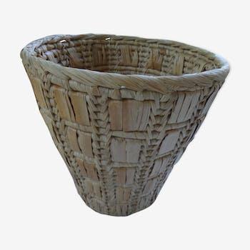 Wicker or paper basket pot