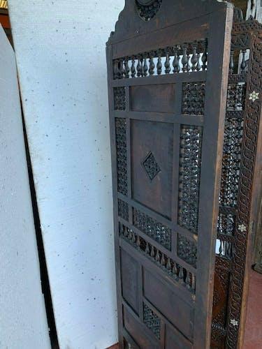 Paravent à trois panneaux de style Oriental Incrustation de nacre XX siècle