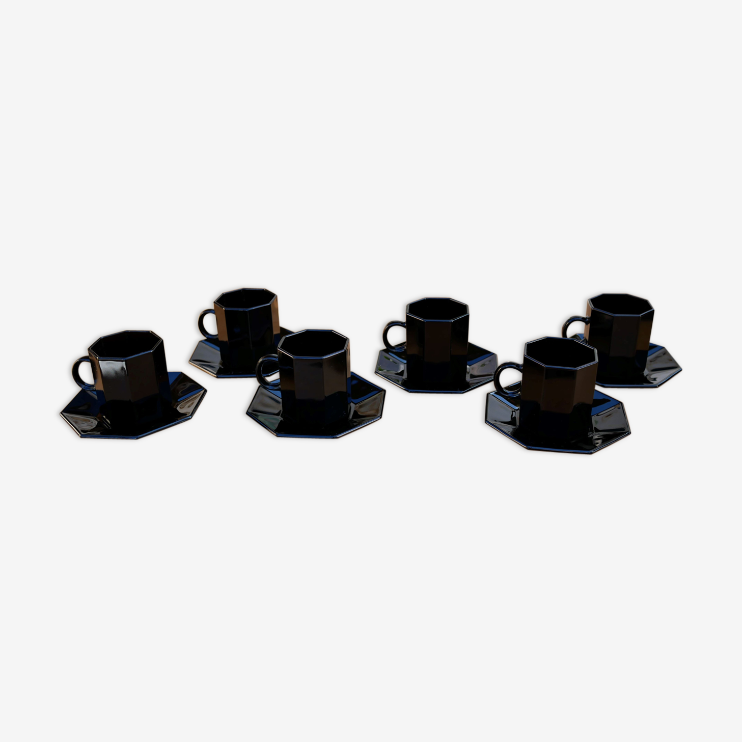 Set of 6 cups and under black vintage cups