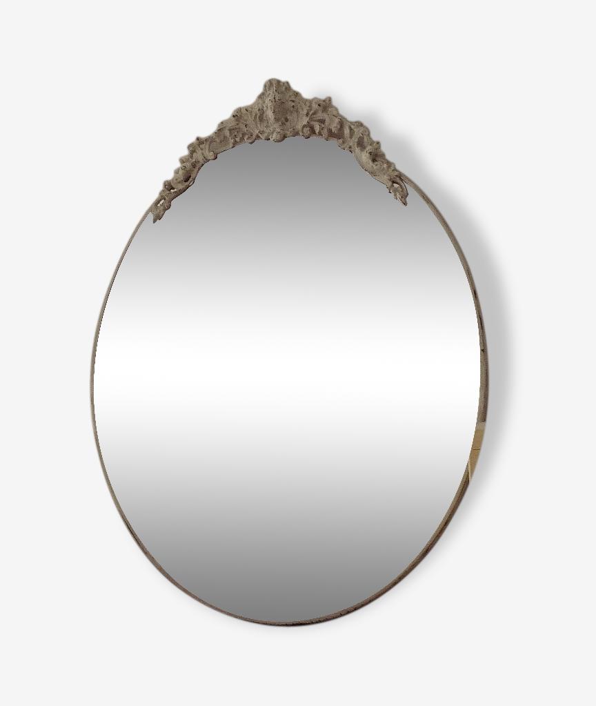 Miroir ovale en métal patiné shabby