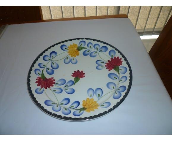 Round earthenware dish