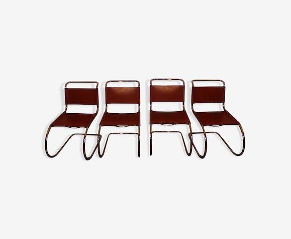 Chaises cantilever design Mies van der Rohe