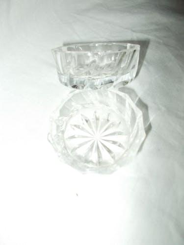 Salière et poivrier en verre ciselé
