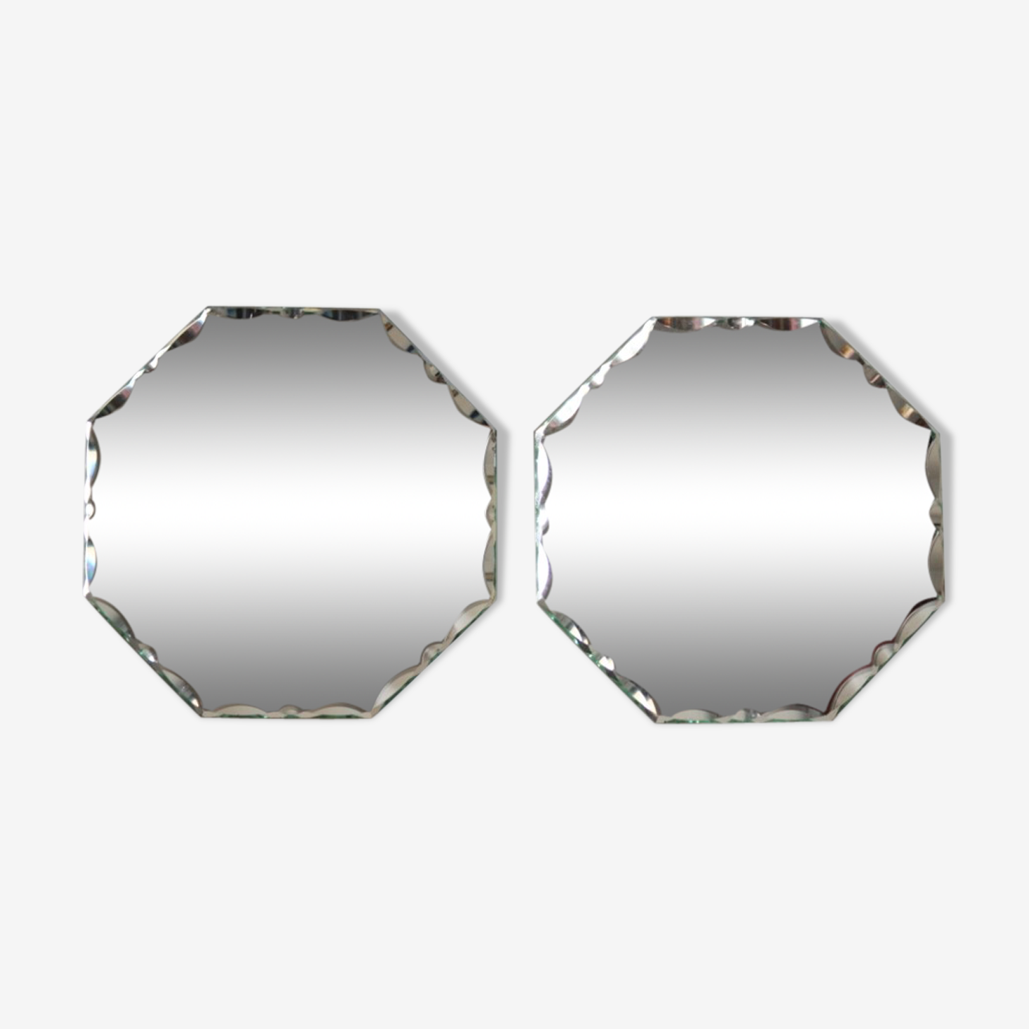 Pair of bevelled mirrors 18 x 18cm