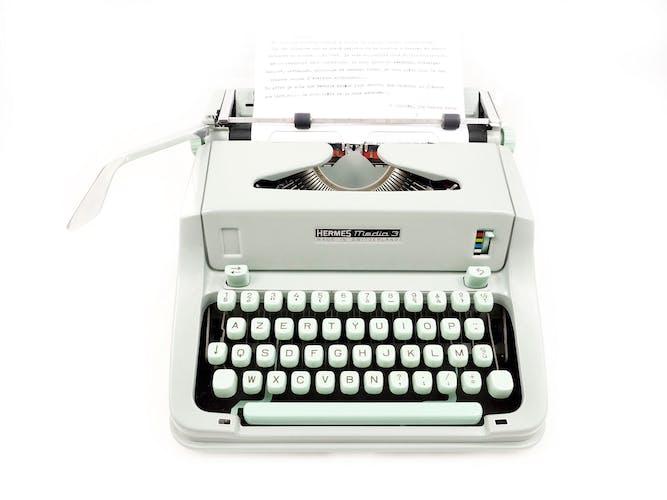 Machine à écrire hermes media 3 verte révisée avec ruban neuf
