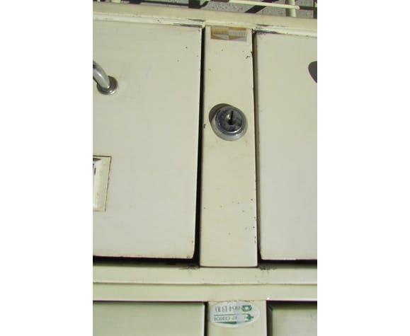 Service metal, industrial lockers