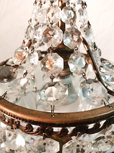 Lustre montgolfière bronze doré et pampilles en cristal