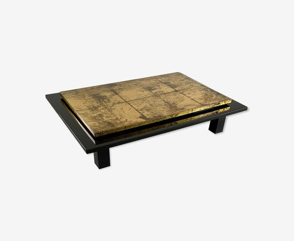 Table basse en bois laqué noir et feuille d'or circa 1970