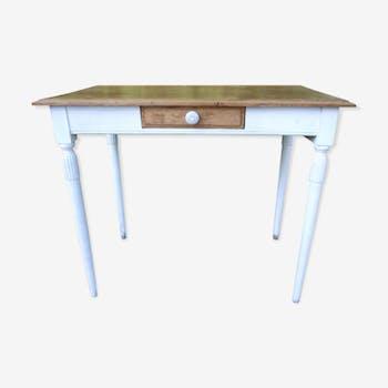 Table bureau ancien en chêne pieds fuselés patiné blanc