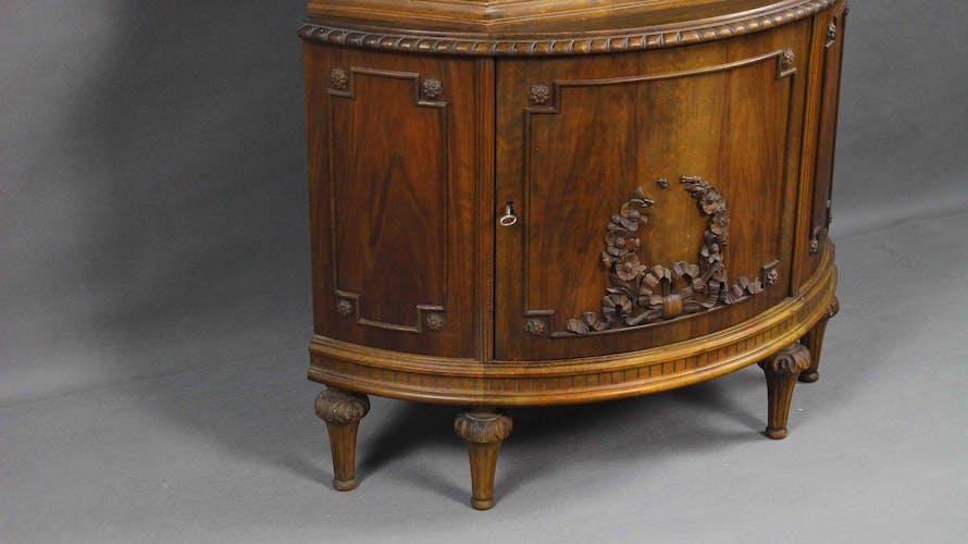 Cabinet rococo style corner du 20ème siècle