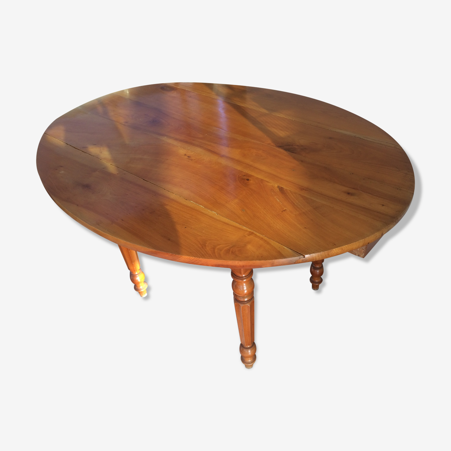 Oval table in time cherry Louis Philippe