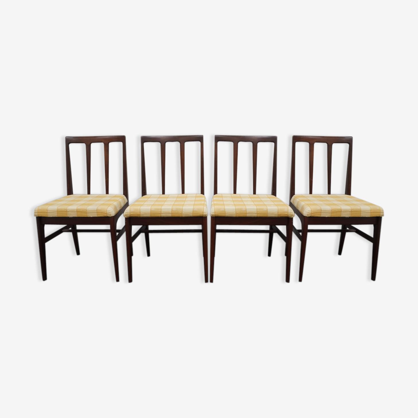 Série de 4 chaises scandinaves en teck massif