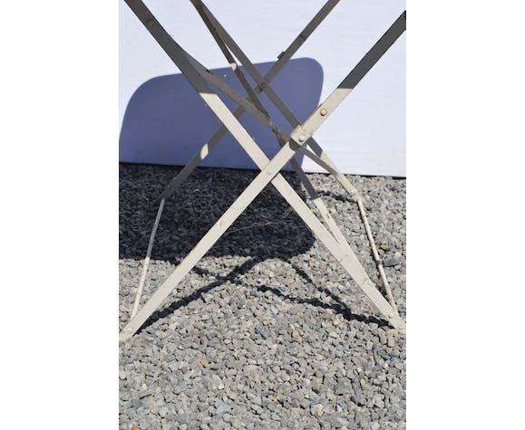 Table de jardin pliante en fer