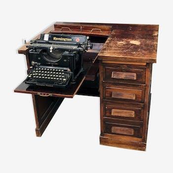 Bureau américain de journaliste avec machine à écrire