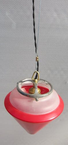 Suspension conique verre rouge conique 1960 ajourée