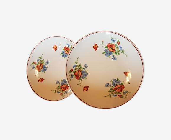 Suite of two dishes made of earthenware decorated with flowers