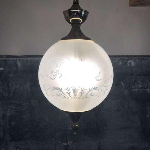 Suspension globe