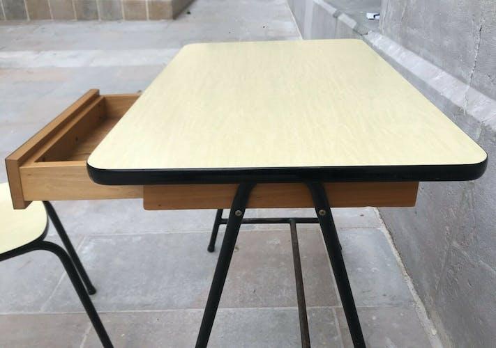 Bureau et sa chaise en formica jaune pale 1960