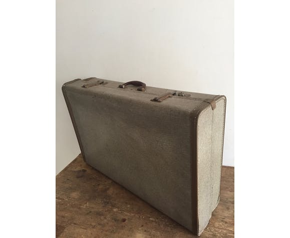 Suitcase with adjustable height