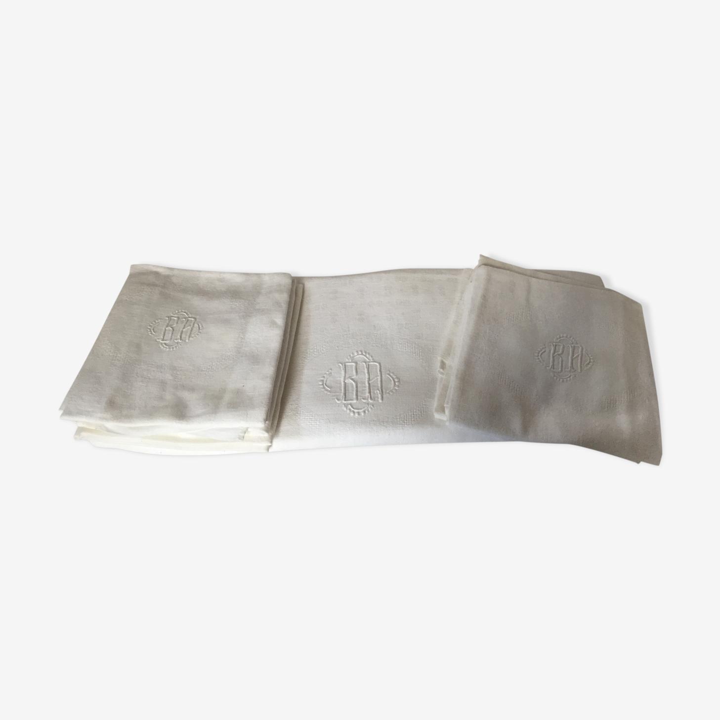 Lot d'une nappe et ses serviettes