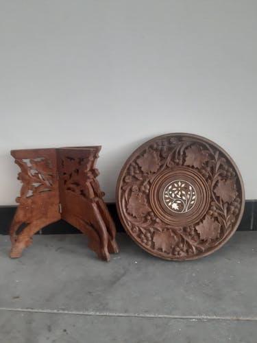 Tabouret de chasse en bois sculpté à décor de vignes