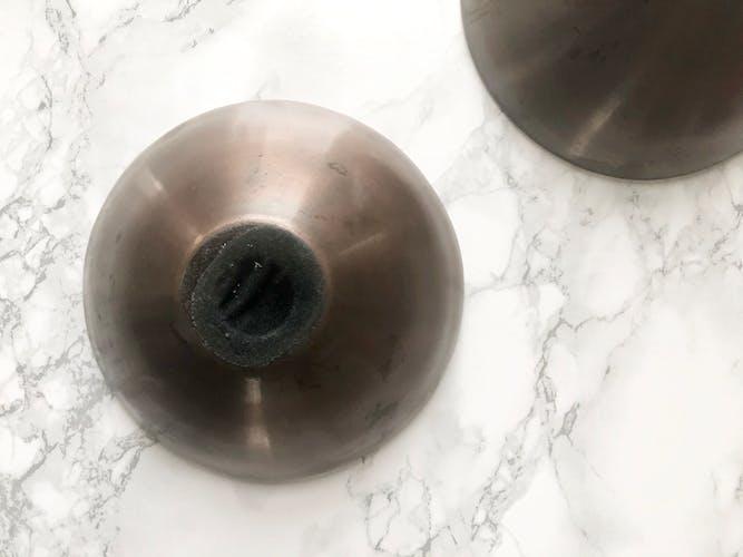 Ensemble vintage de deux bols ronds et creux en laiton doré et cuivré
