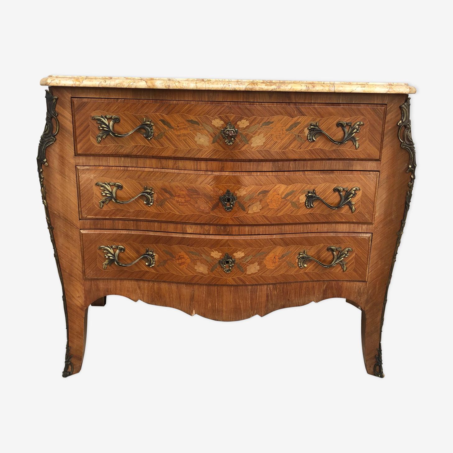 Commode galbée en marqueterie style Louis XV