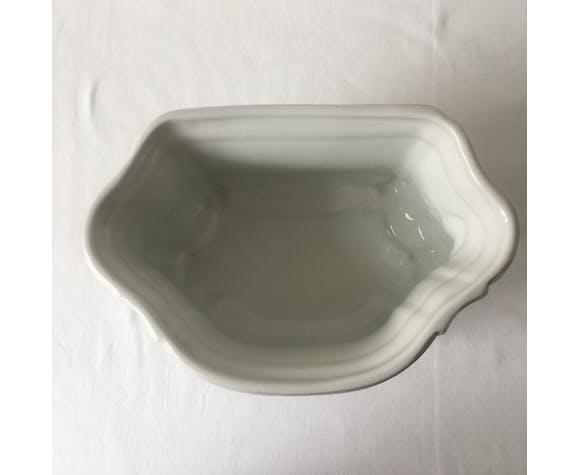 White ceramic planter (GM)