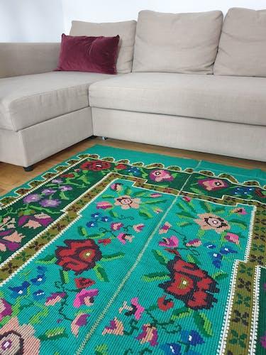 Tapis roumain fait à la main en laine boho floral bleu turquoise et vert avec des fleurs 150x180cm