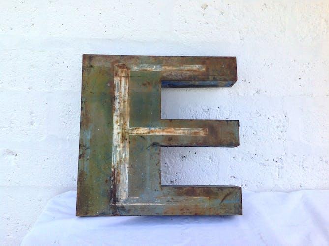 Lettre vintage E