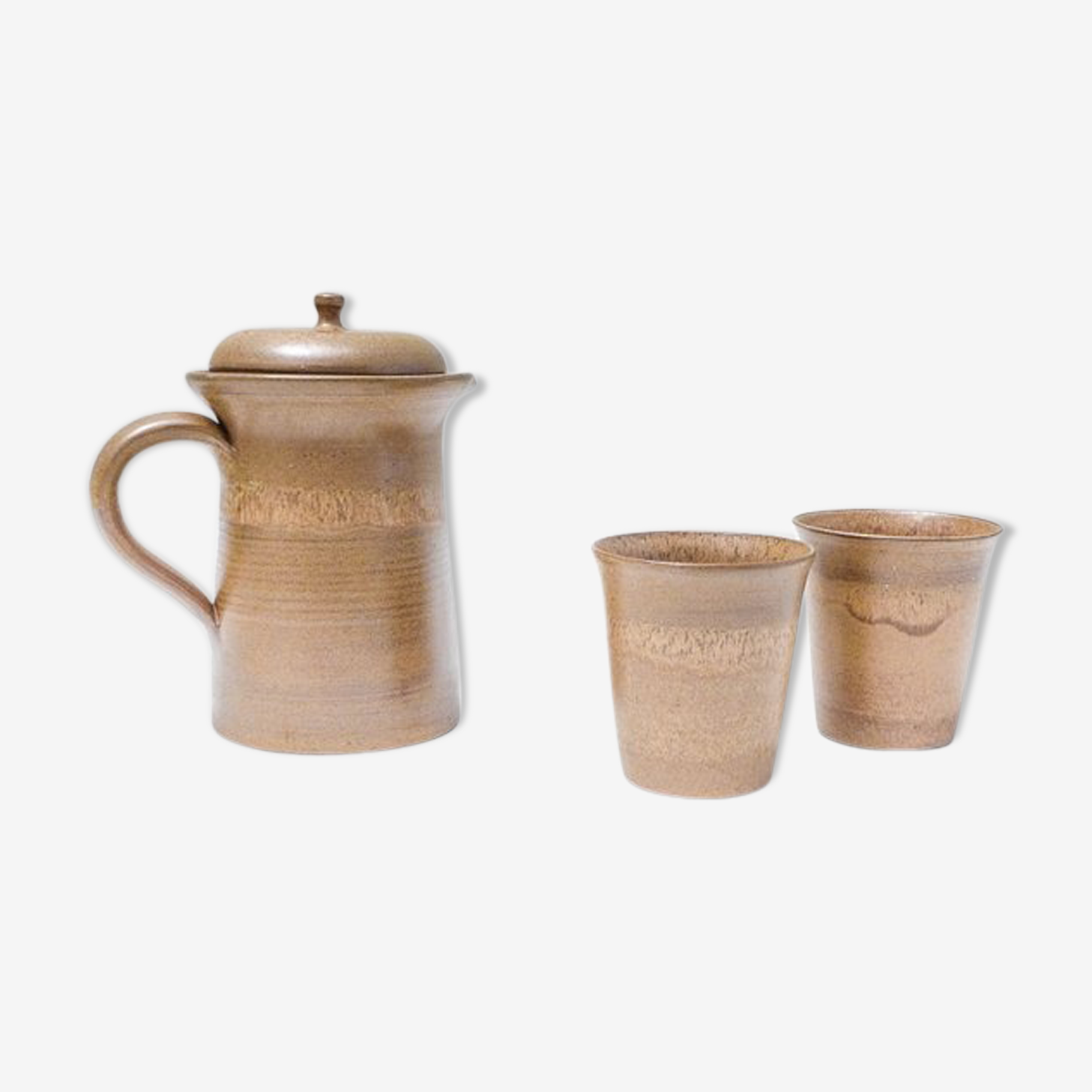All pot and glasses in sandstone