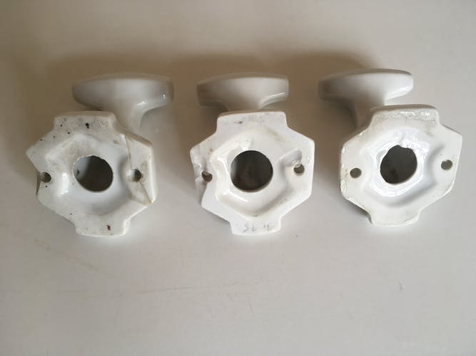 Set of 3 white ceramic pads