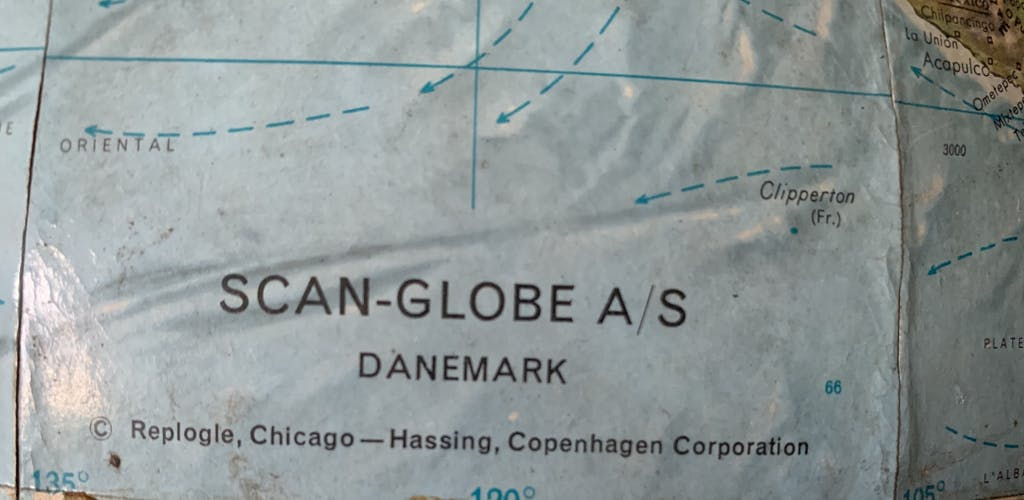 Globe terrestre en relief vintage année 60