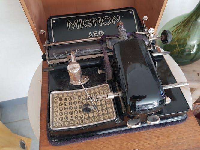 Machine à ecrire ancienne