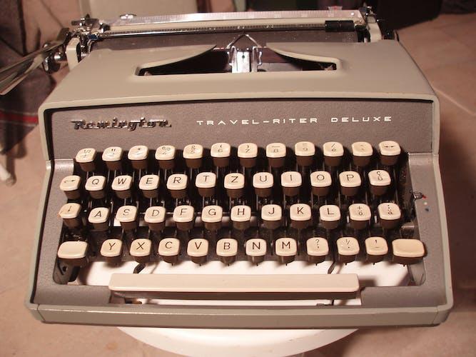 Machine a écrire remington-travel riter de luxe nettoyée et révisée