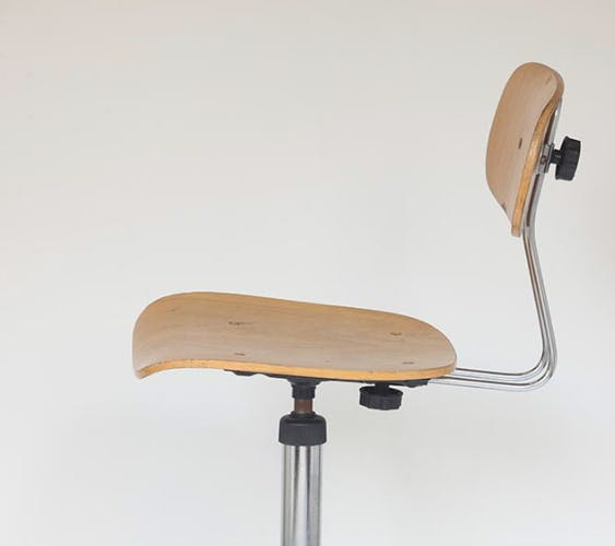 Chaise haute pivotante réglable à roulettes