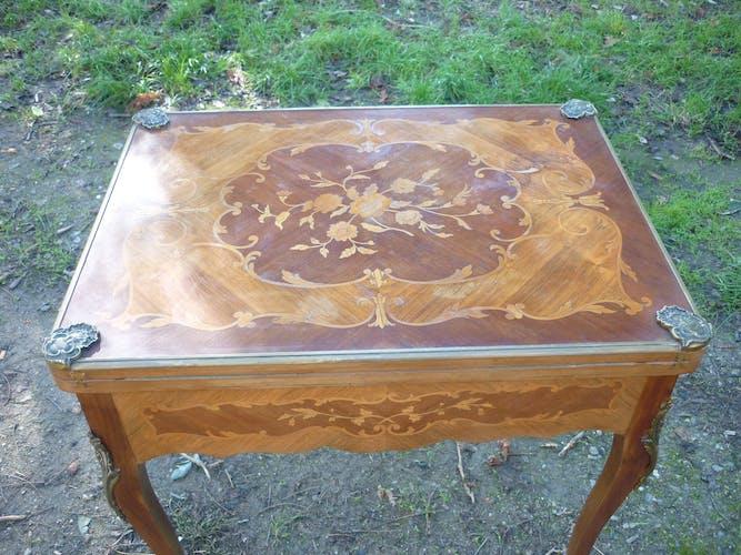 Table de jeux style Louis XV en marqueterie