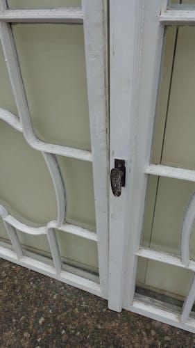 Suite de 5 paires de fenêtres à médaillon