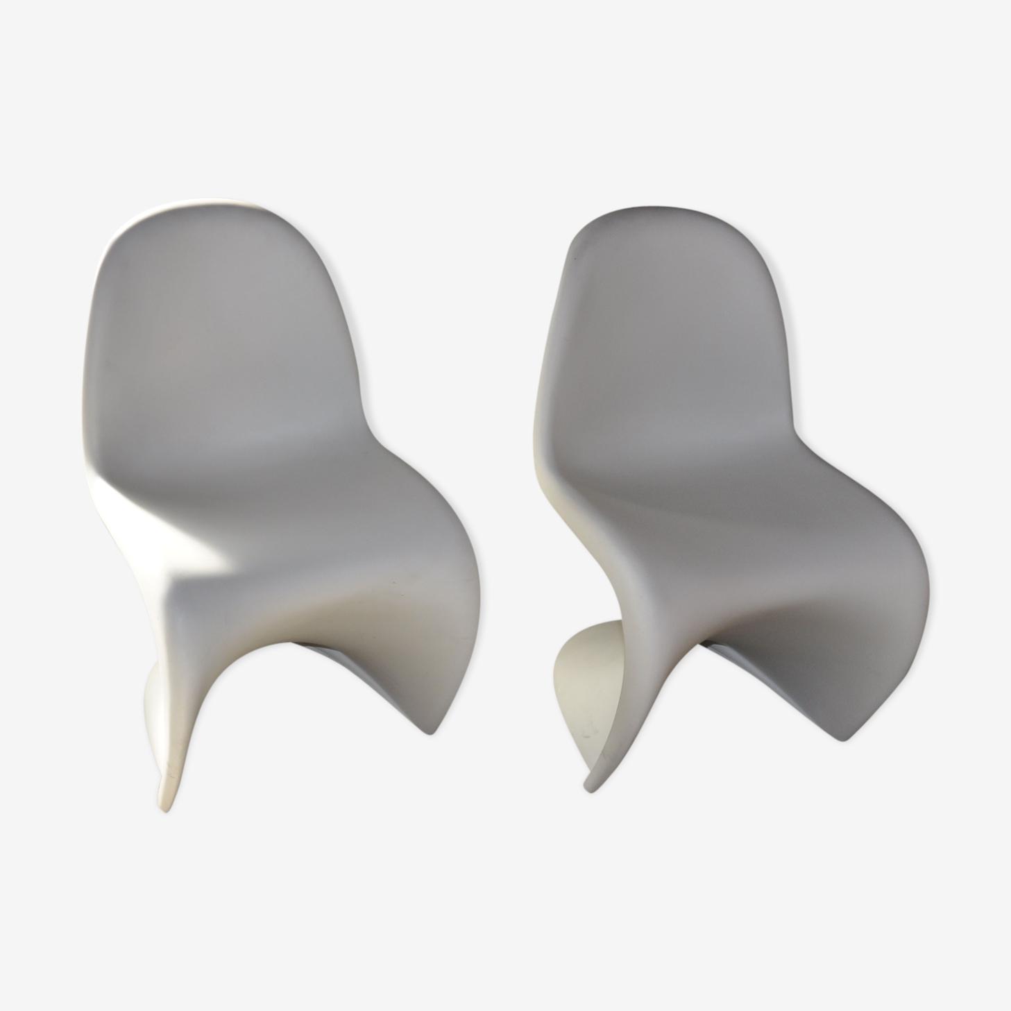 Pair of white chairs S Panton Vitra