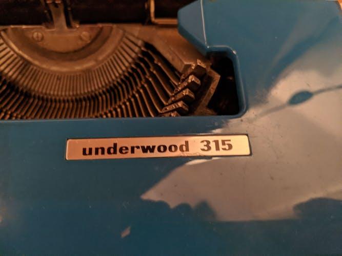 Machine à écrire ancienne Underwood 315 révisée