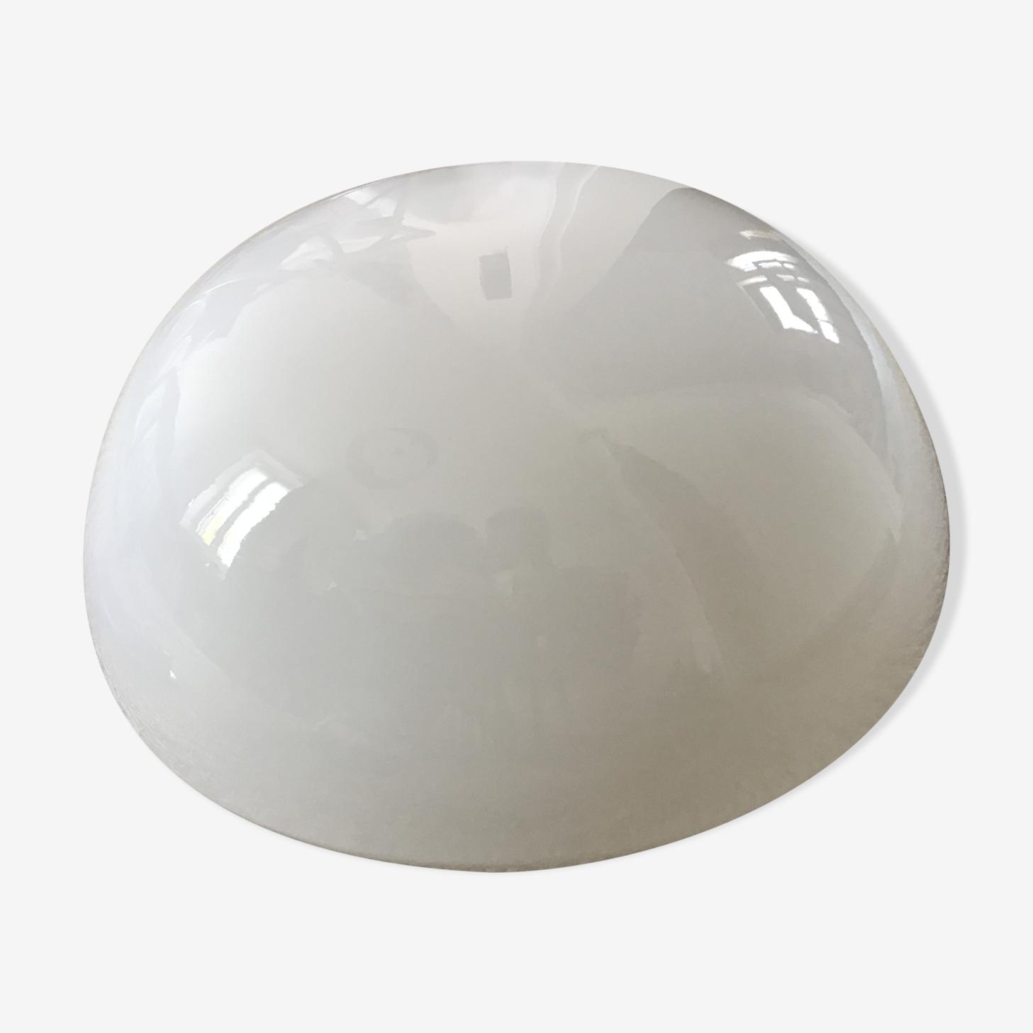 Plafonnier boule en opaline blanche