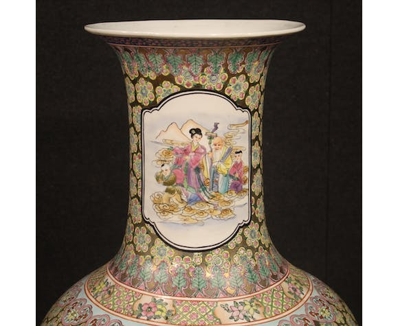 Chinese vase in glazed and painted ceramic