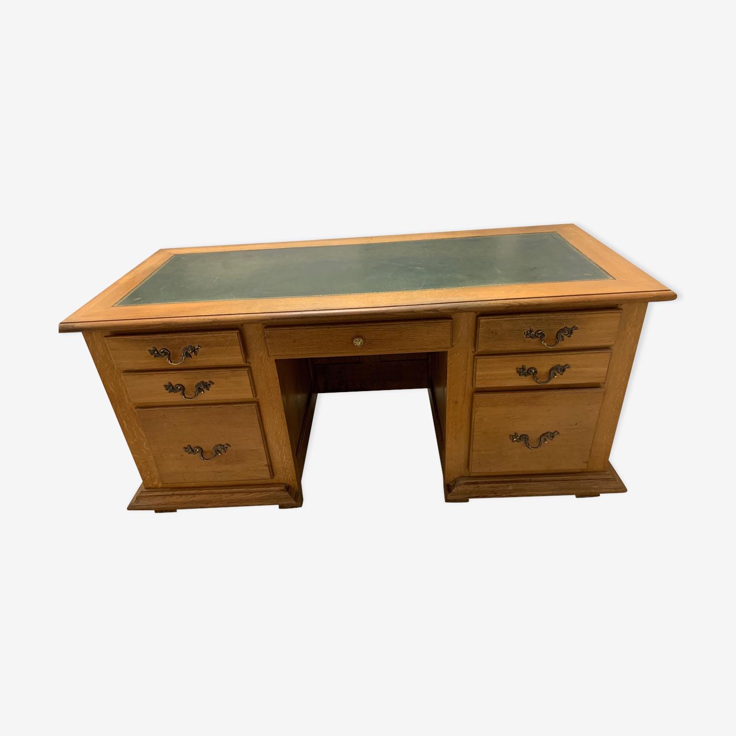 Minister's desk