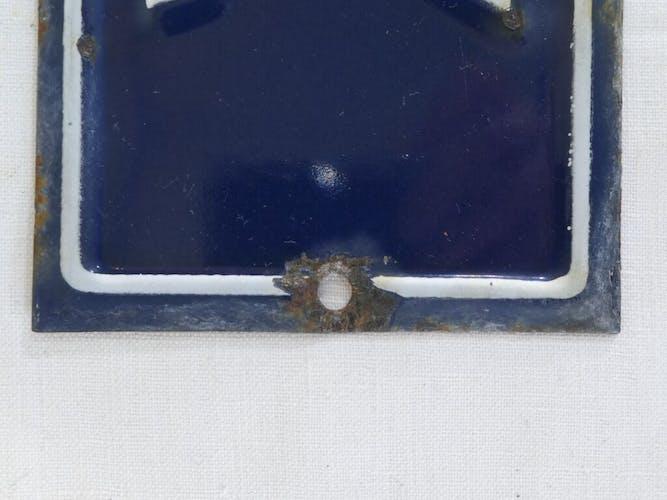 Ancienne plaque emaillée numéro de rue nº7