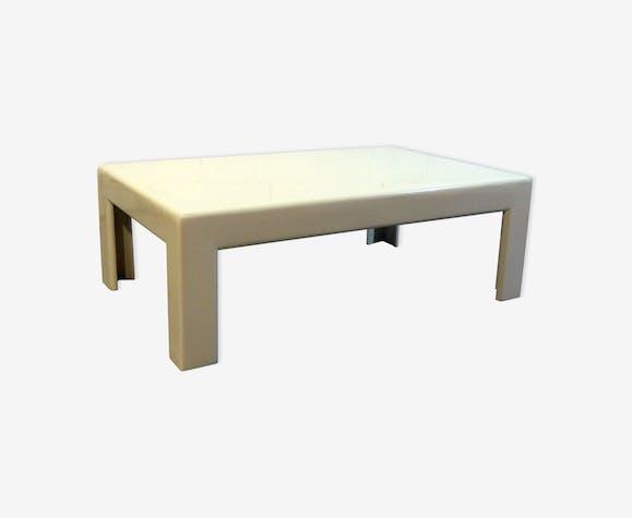 Table basse en bois laqué