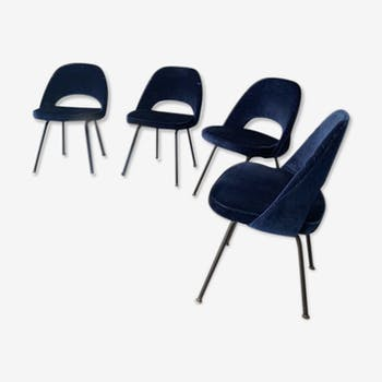 Suite de 4 chaises modèle Conférence de Eero Saarinen 1980