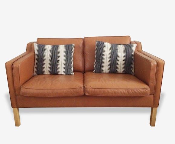 canap cuir camel cuir marron scandinave 107561. Black Bedroom Furniture Sets. Home Design Ideas