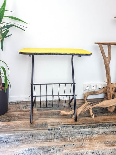 Table d'appoint range vinyles vintage noir jaune