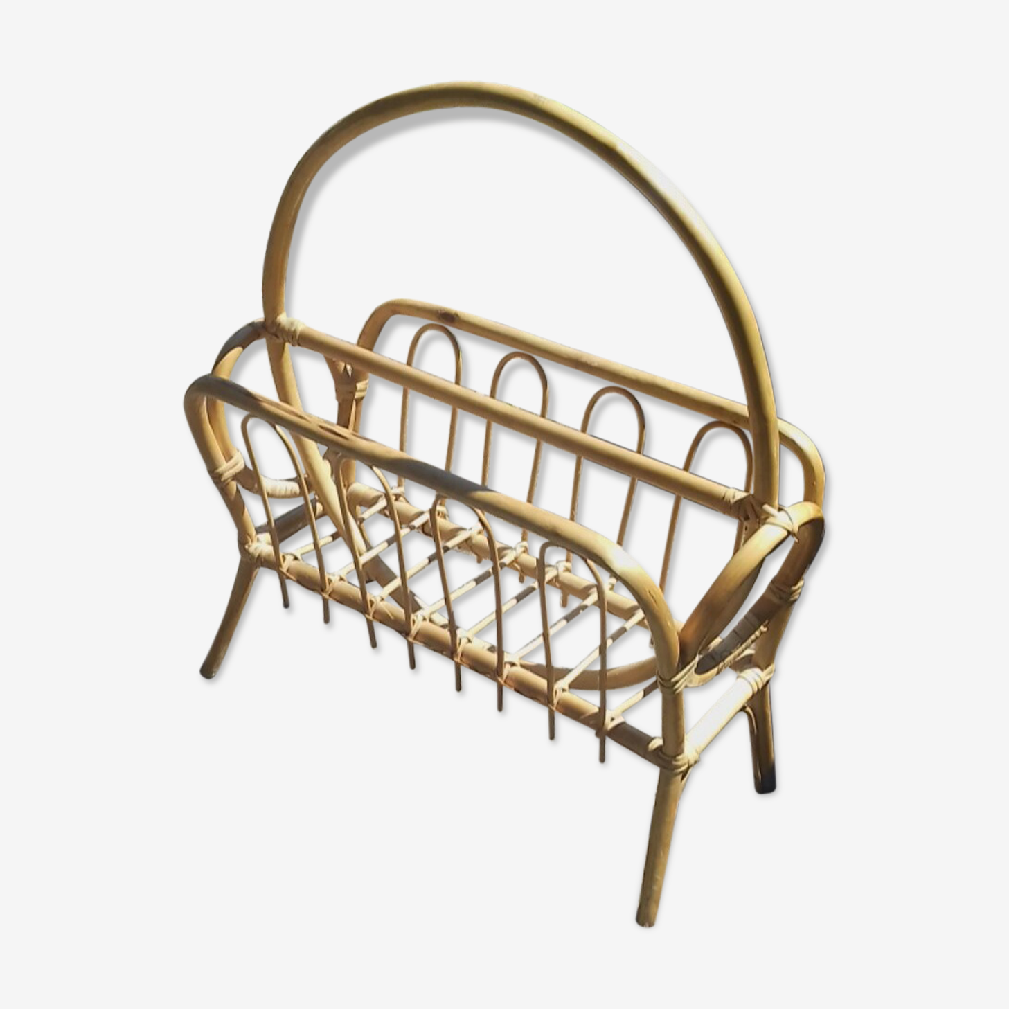 Magazine rack in wicker